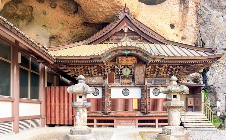 Oya Kannon Buddhist Temple: Guide, Location and Hotels   MYSTAYS