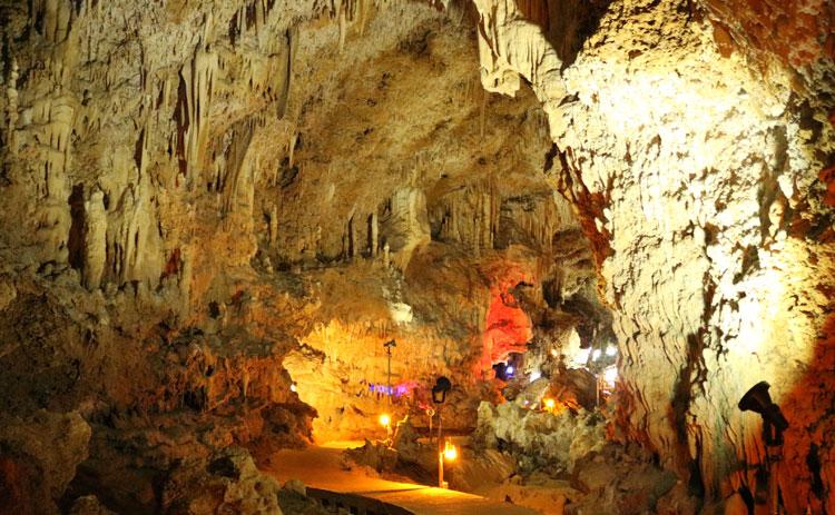 石垣岛钟乳石洞